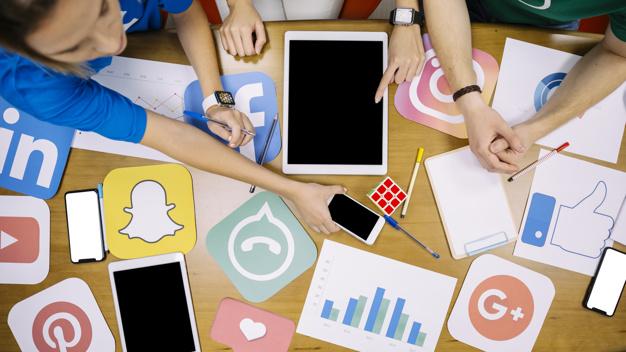 كيفية ادارة حسابات التواصل الاجتماعي مثل المحترفين