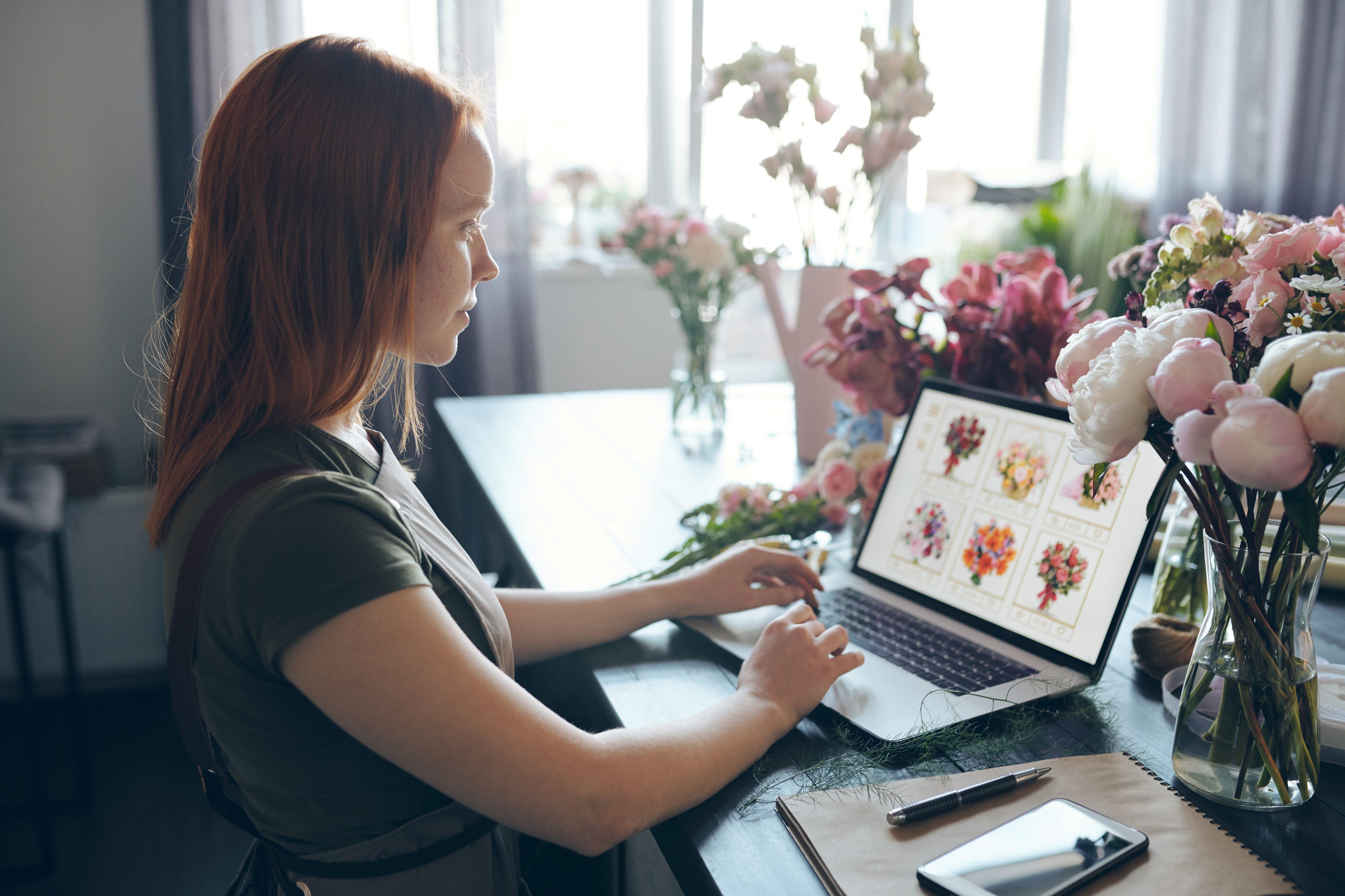 ما هي الأمور التقنية التي يجب أن تتواجد عند تصميم موقع الكتروني للمصورين؟
